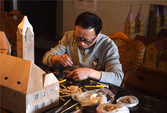 Shell-made miniature architectural models of Qingdao