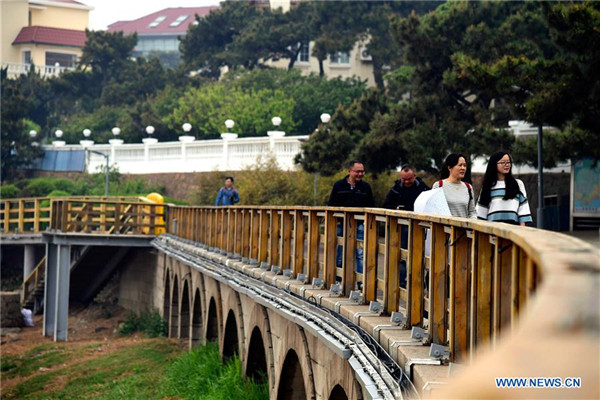 People visit Taipingjiao Park in Qingdao, E China